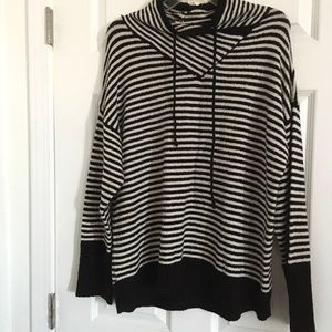 PHILOSOPHY BLACK/WHITE STRIPED SWEATER SIZE LARGE